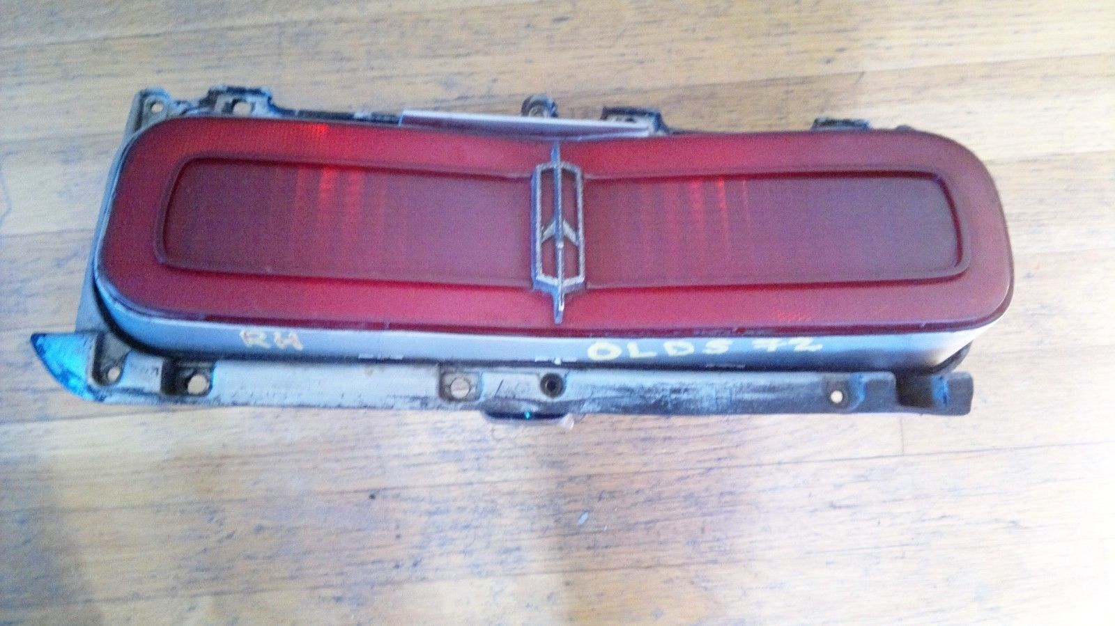 Original 1973 Oldsmobile Delta 88 Passenger Side Tail Light-RH