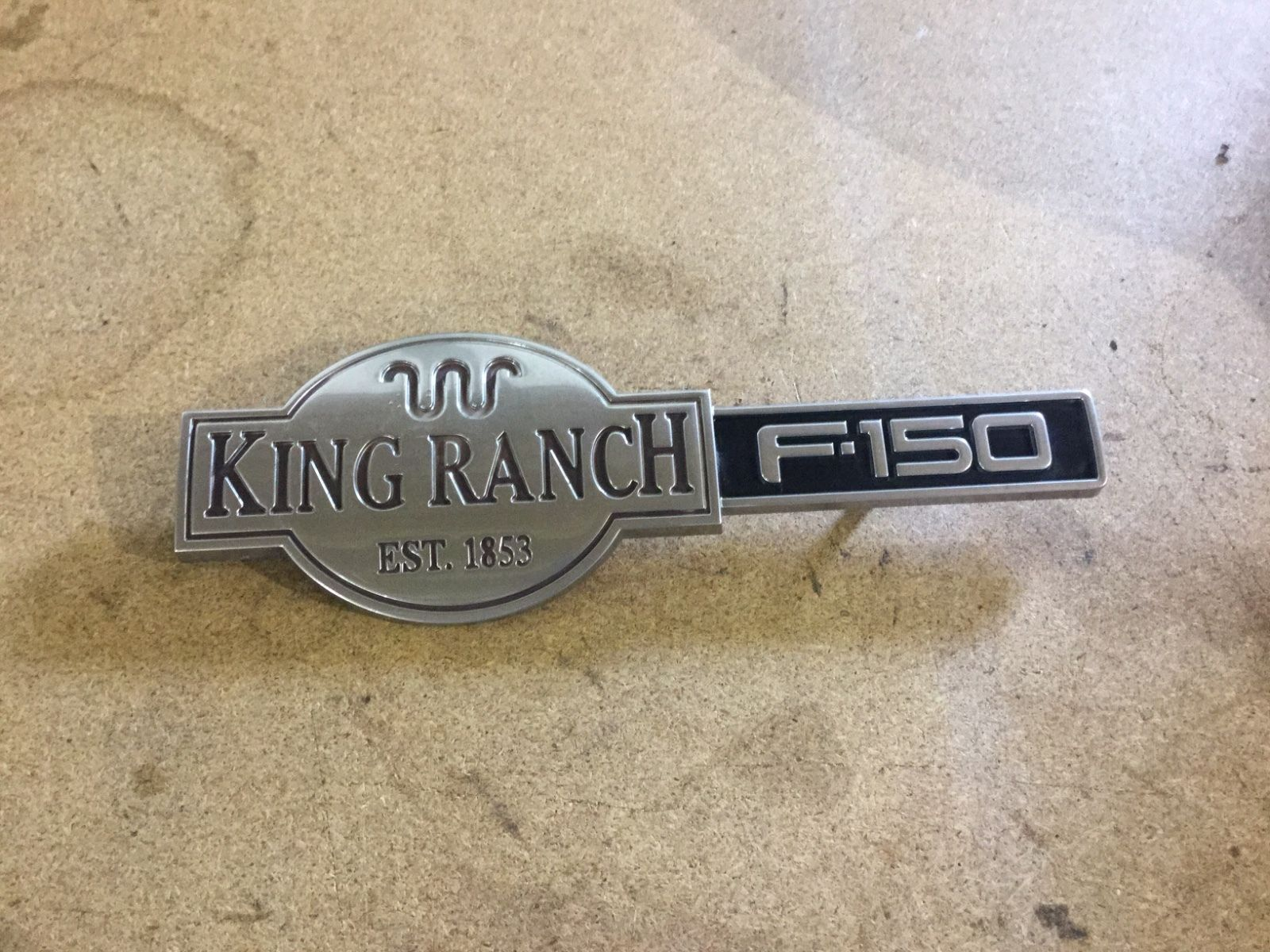2001 2002 2003 2004 <em>FORD</em> <em>F</em>-<em>150</em> KING RANCH FACTORY FRONT FENDER EMBLEM