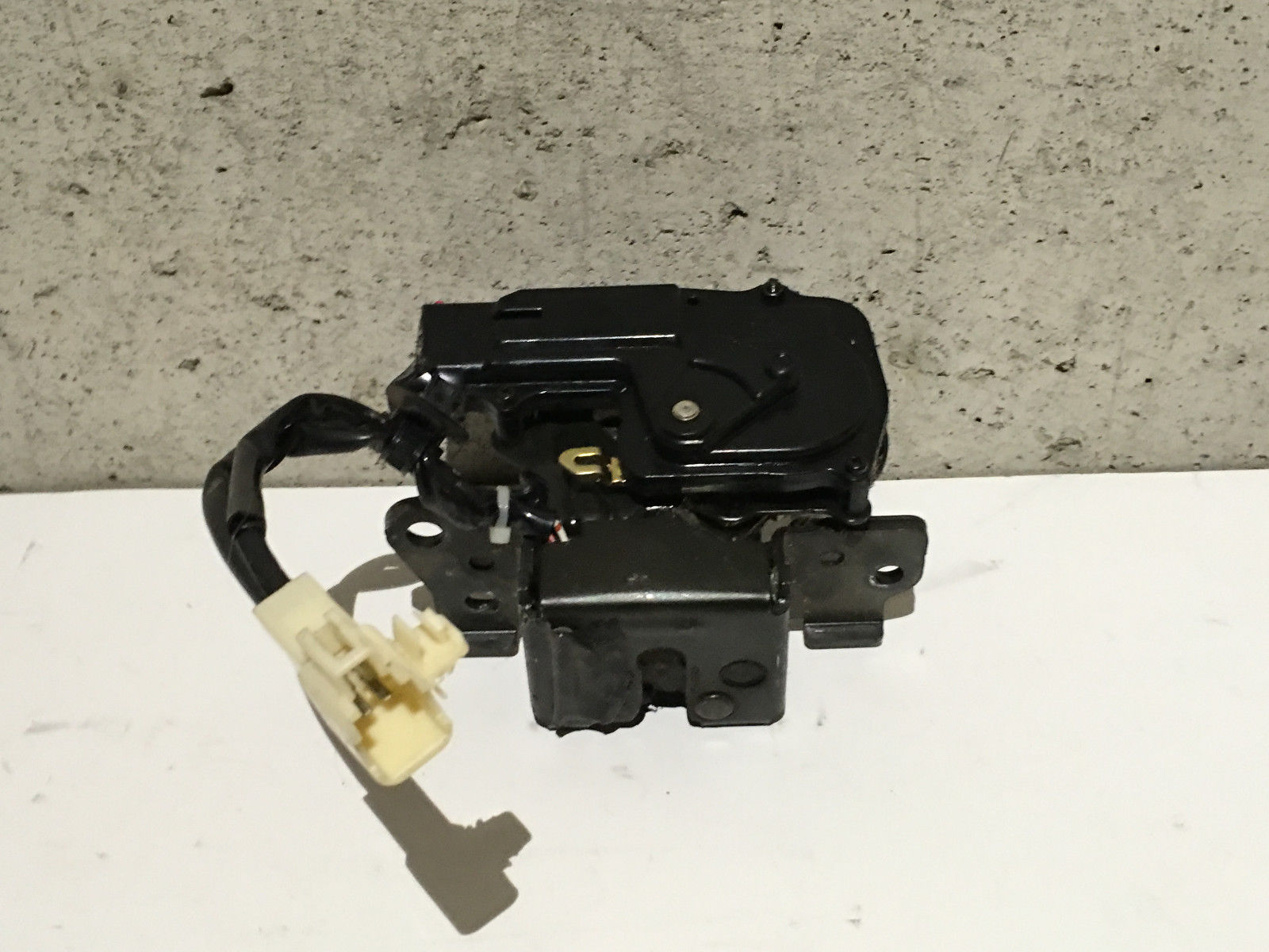 Rear hatch actuator chevrolet equinox autos post for 08 tahoe door lock actuator