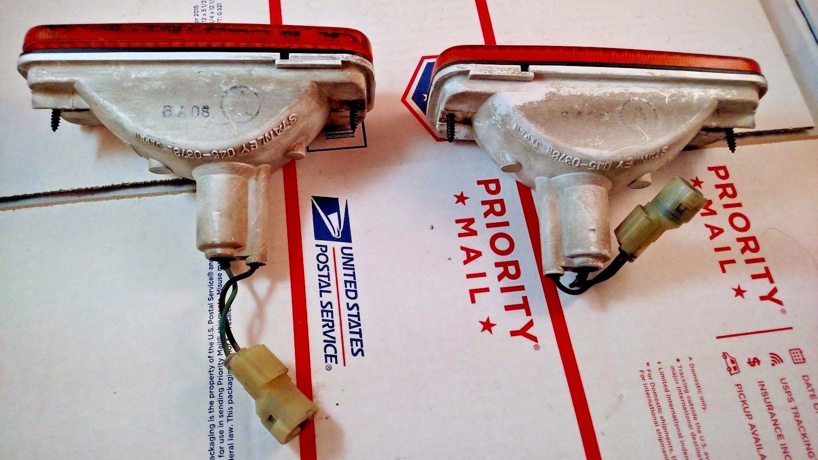 Pair 1985 Honda Prelude Front Bumper Turn Signal Lights OEM Amber 045-0378 LH RH Does not apply