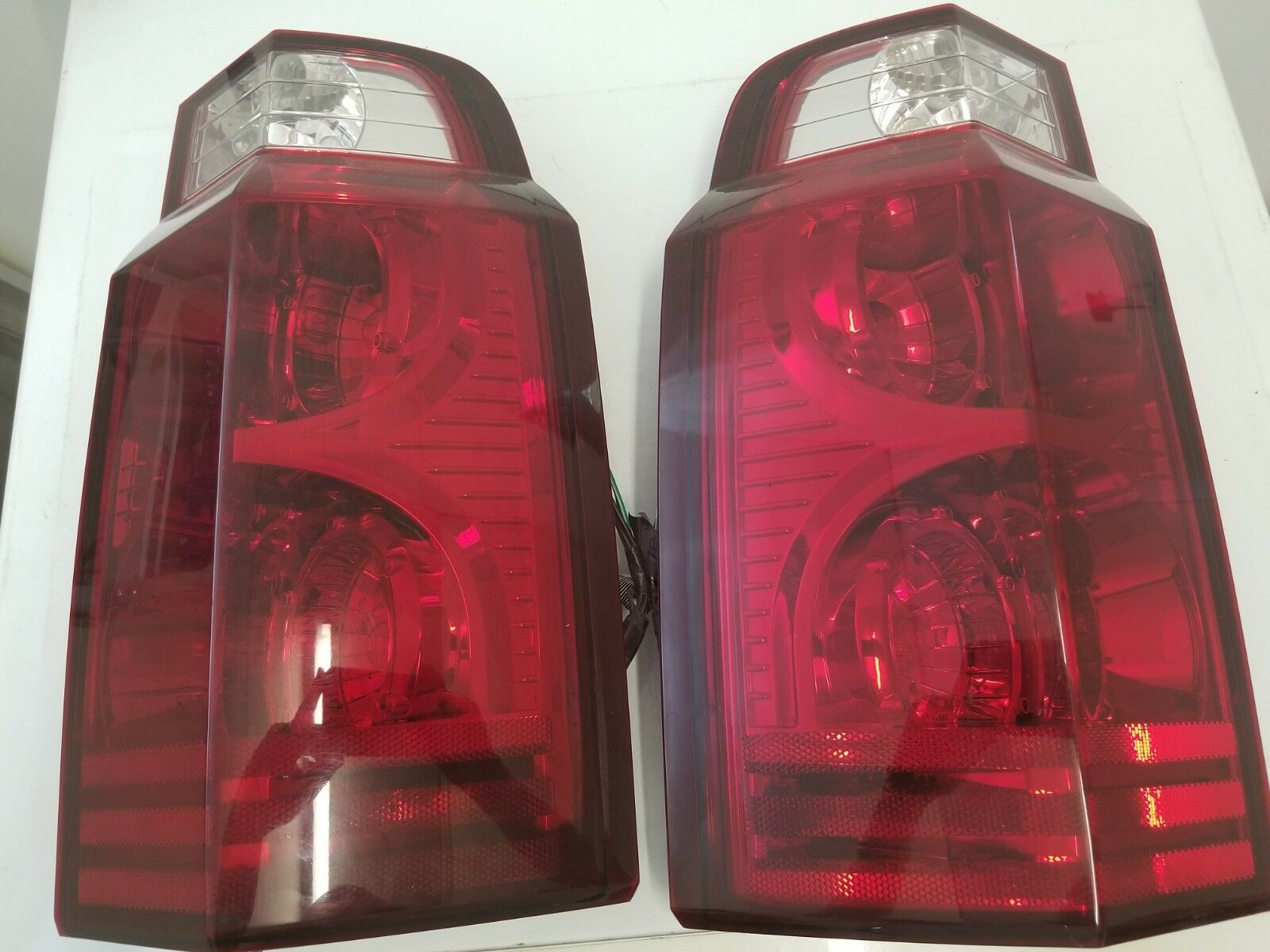 06 07 08 09 2010 2011 JEEP COMMANDER TAIL LIGHTS LEFT AND RIGHT OEM original