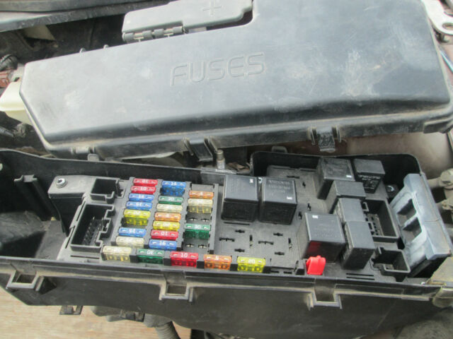 volvo s60 front fuse box relay 2001 2002 2003. Black Bedroom Furniture Sets. Home Design Ideas