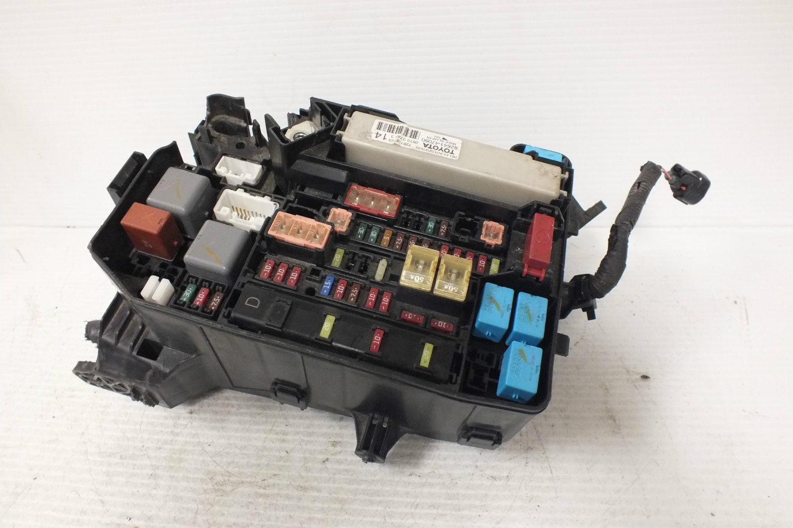 2012 13 14 15 TOYOTA PRIUS ENGINE COMPARTMENT FUSE BOX 82641-47090 #68A  82641