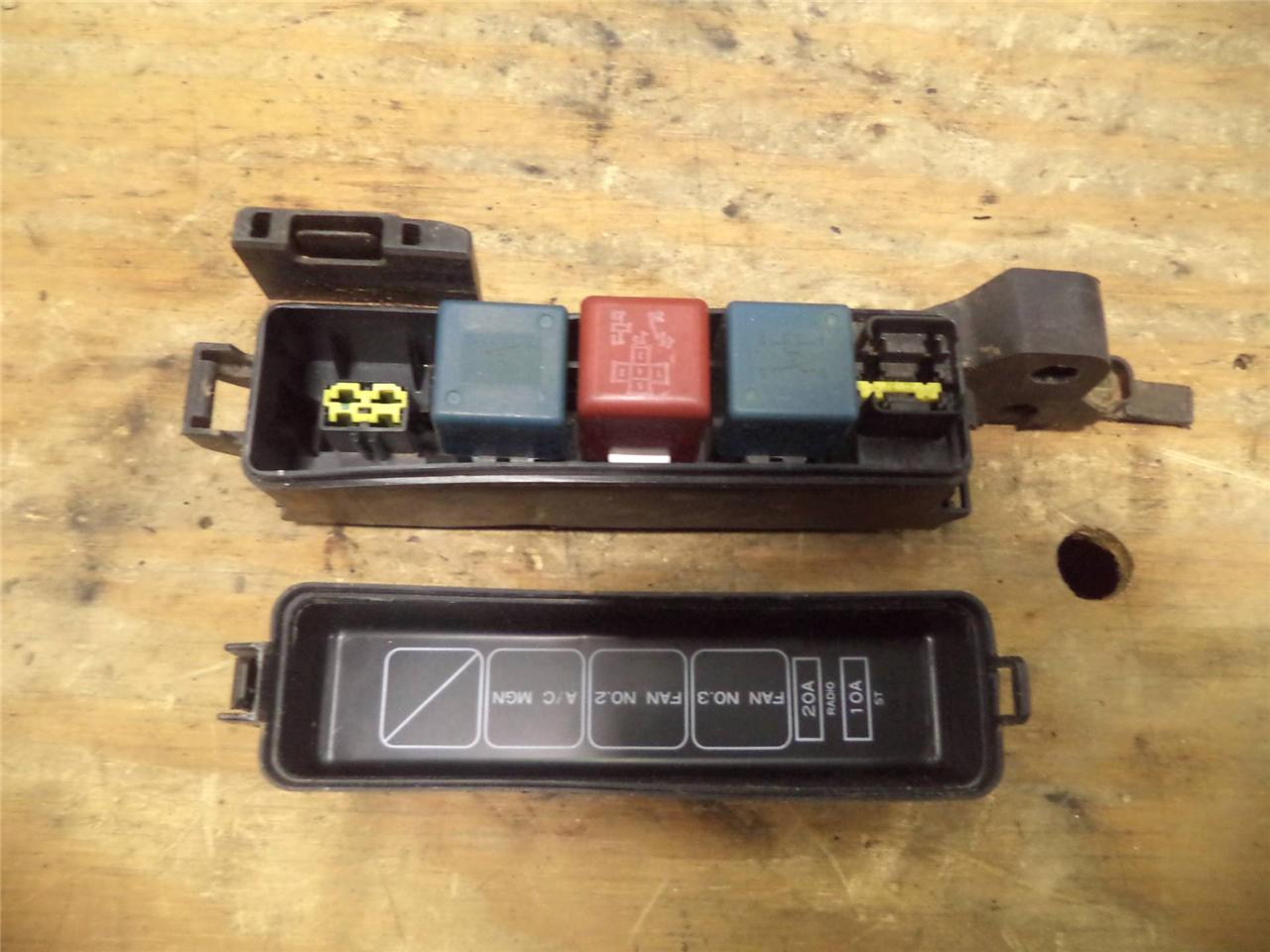 92 93 94 toyota camry 2 2 at auto under hood fuse box w relay rh justparts com 2002 Toyota Camry Fuse Box Diagram 1994 toyota camry fuse box location