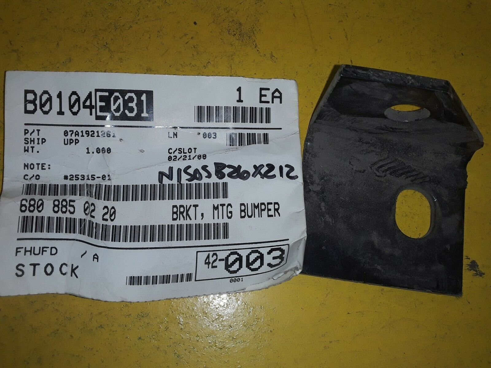 FREIGHTLINER mercedes bumper BRACKET 680-885-02-20 / 680-885-0220-D  Does not apply
