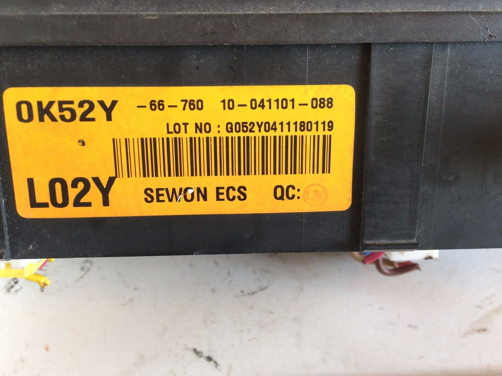 02 03 04 05 KIA SEDONA 3.5L FUSE BOX GENUINE DISTRIBUTION RELAY BLOCK  OK52Y66760 G052Y0411180119