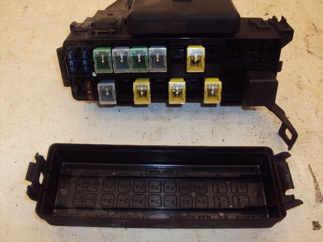 1996 96 Ford Thunderbird Fuse Box 205   646 Fd1r96
