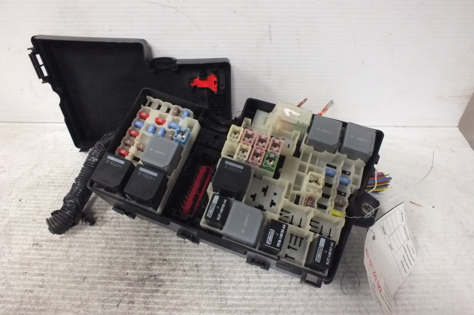 2012 2013 2014 Ford Focus Engine Compartment Fuse Box Av6t 14a067 Ac 104a
