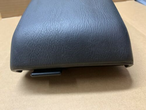 00 01 02 03 04 Subaru Outback wagon Arm rest center console lid cover