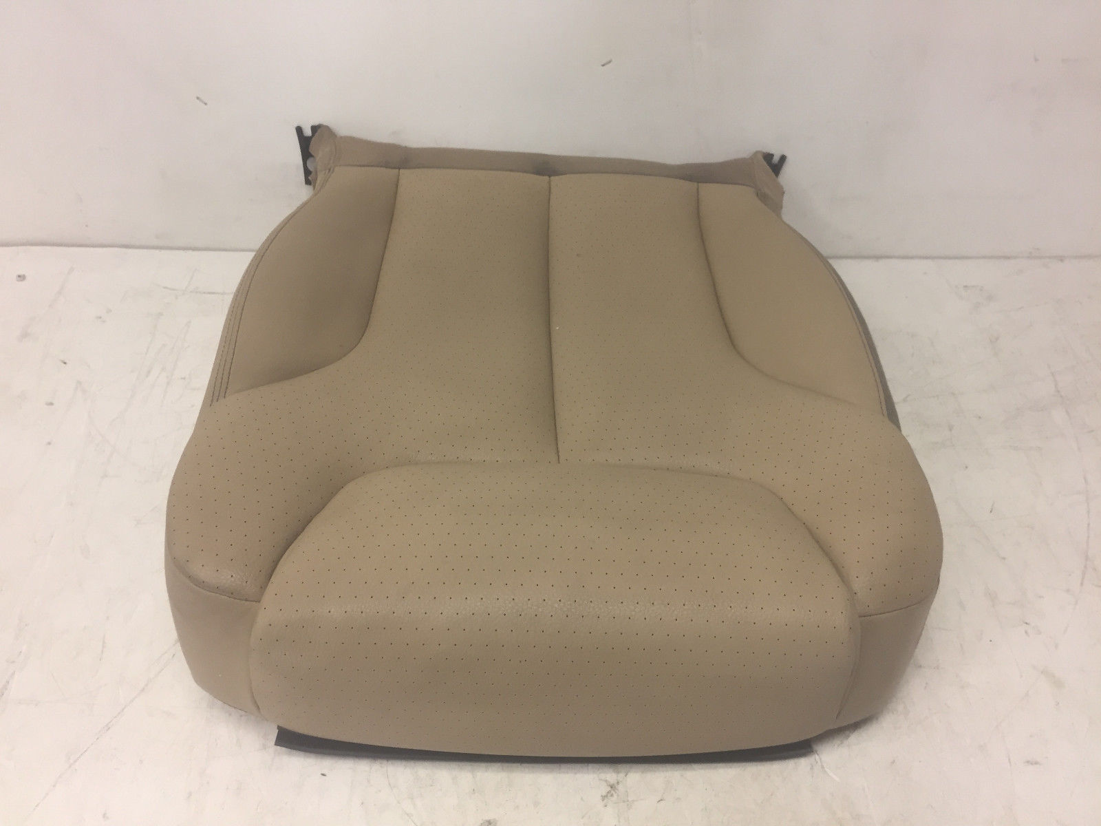 2006 Volkswagen Passat Front Right Passenger Said Lower Cover Seat