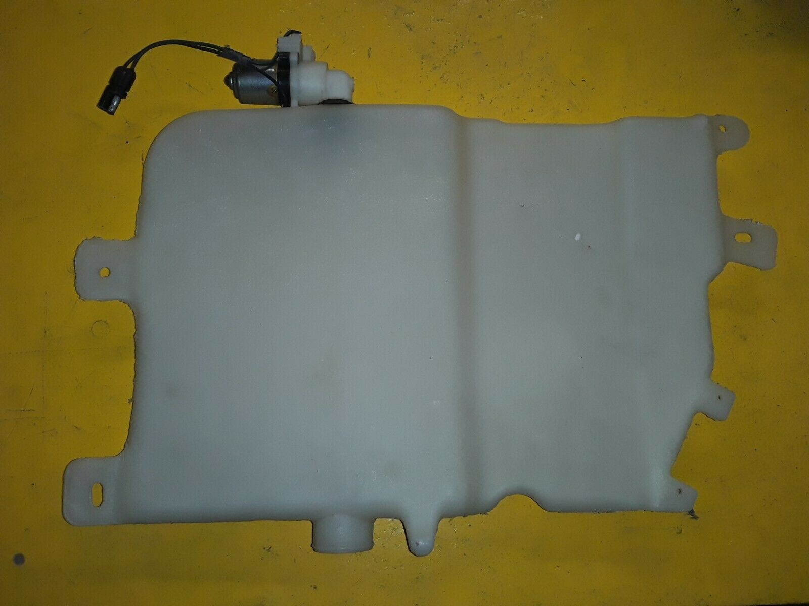 NOS OEM Ford 1971-74 Galaxie LTD STATION WAGON Washer Reservoir D1AZ-17618-A Does Not Apply