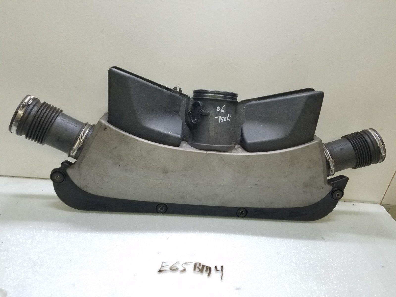 2006-2008 BMW 750Li 750i engine AIR INTAKE manifold box 7541065 Does not apply