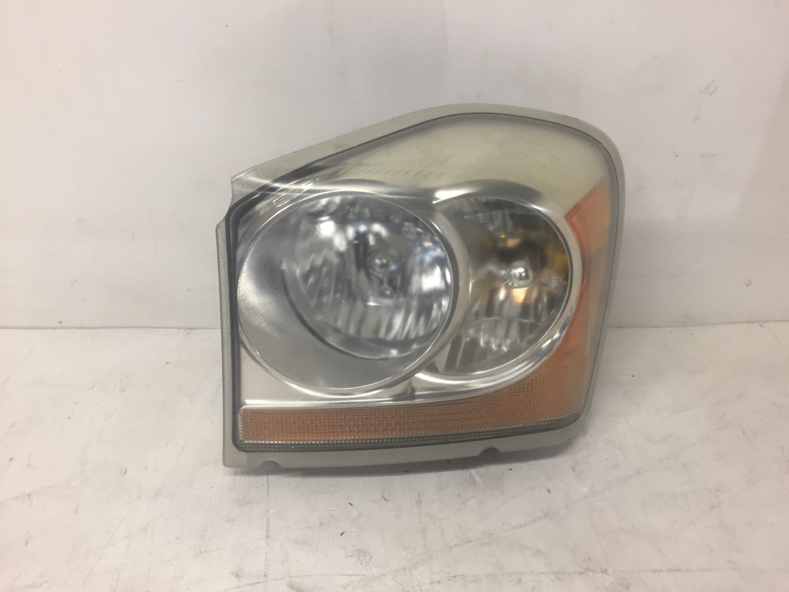 2005 Dodge Durango Front Left Driver Said Headlight OEM