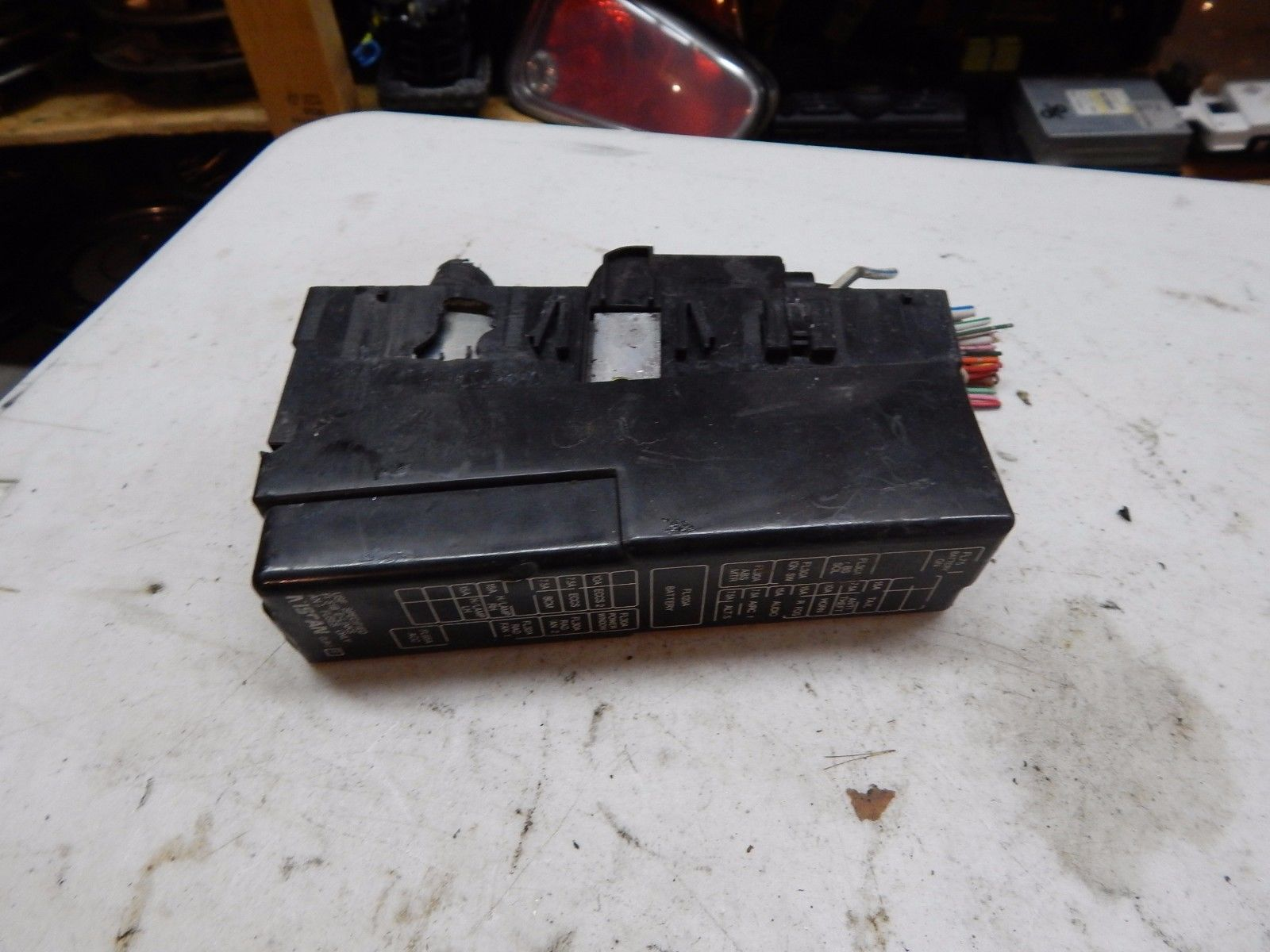 1995 1996 1997 Nissan Maxima Engine Drivers Side Fuse Box Battery