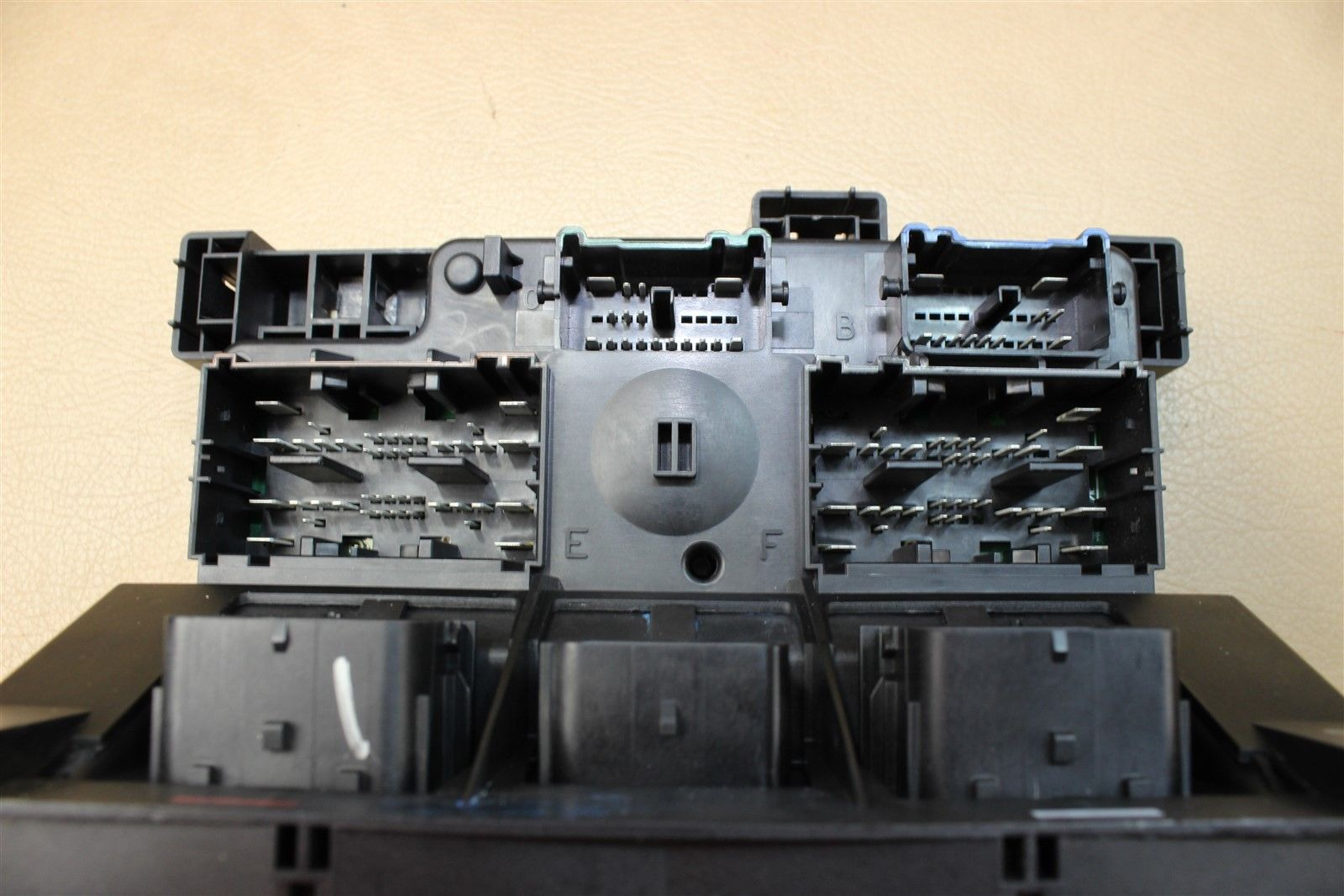 2010 RAM 2500 3500 6.7L FUSE BOX TIPM TOTALLY INTEGRATED POWER MODULE  04692194AG Does not
