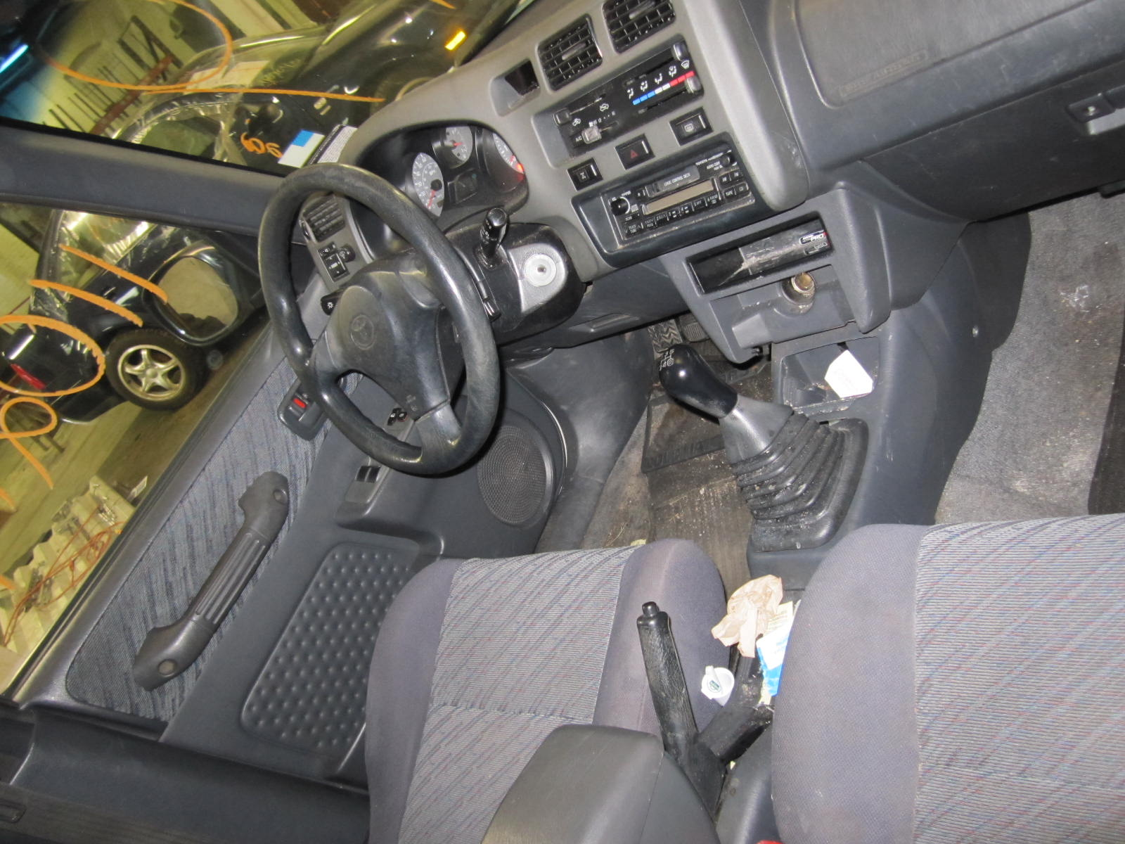 Parting out a 1998 Toyota RAV4 110219