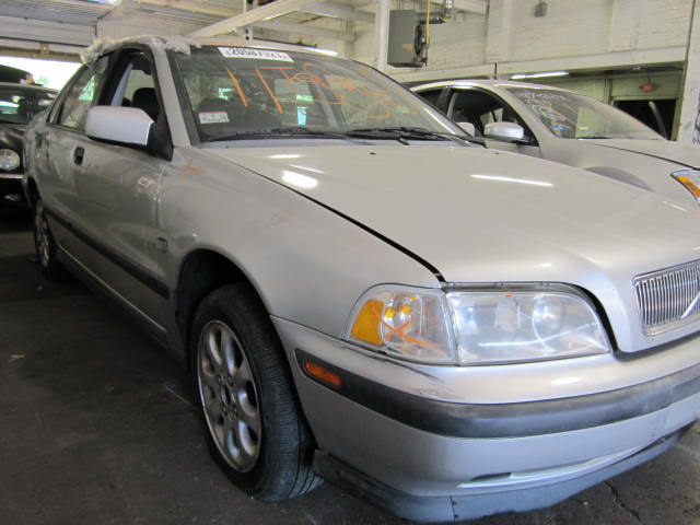 Parting out a 2000 Volvo 40 Series
