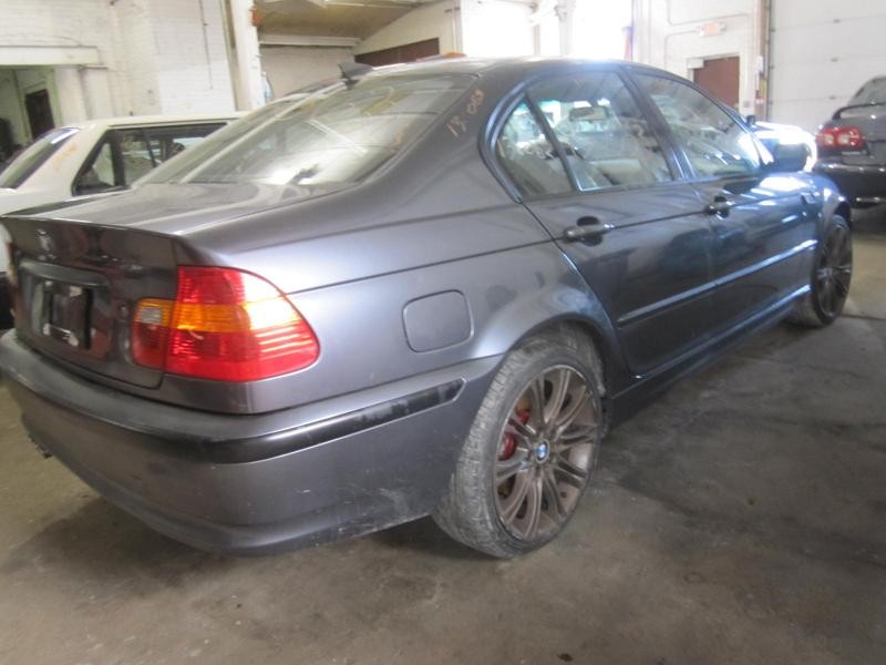 Parting out a 2002 BMW 325i 130063