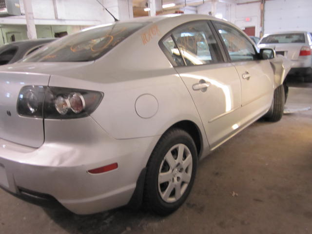 Parting out a 2007 Mazda 3 110168