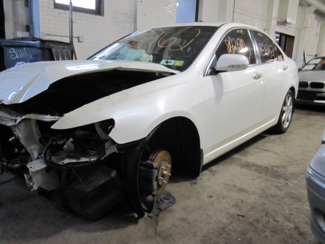 Parting out a 2005 Acura TSX 110262