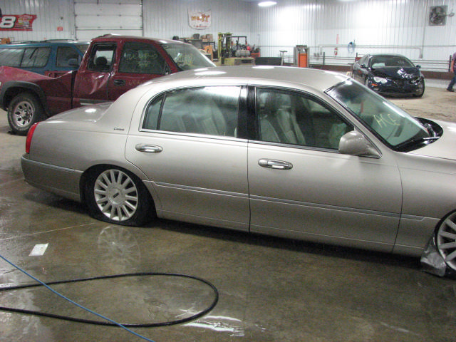2003 lincoln town car ratio rear axle assembly 20032896. Black Bedroom Furniture Sets. Home Design Ideas