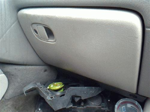 <em>Chevrolet</em> <em>TRAILBLAZ</em> 2002 Glove Box