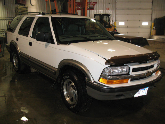 2000 Chevrolet S10 In Auto Body Parts Store Auto Parts Autos Post