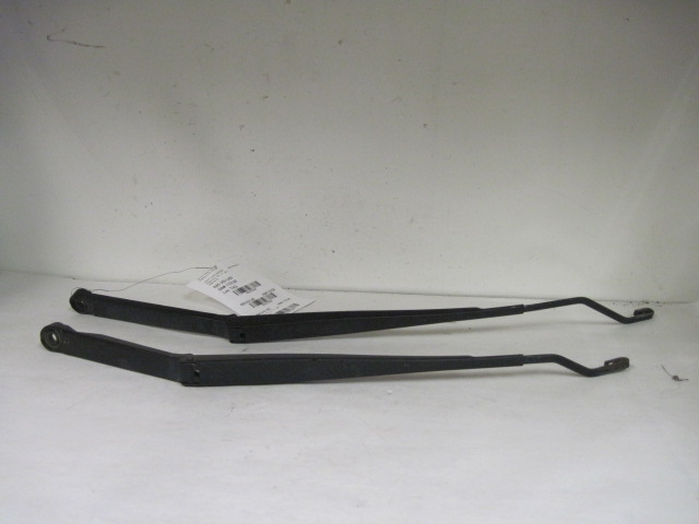 WIPER ARMS PAIR Mitsubishi Mirage 2000 00