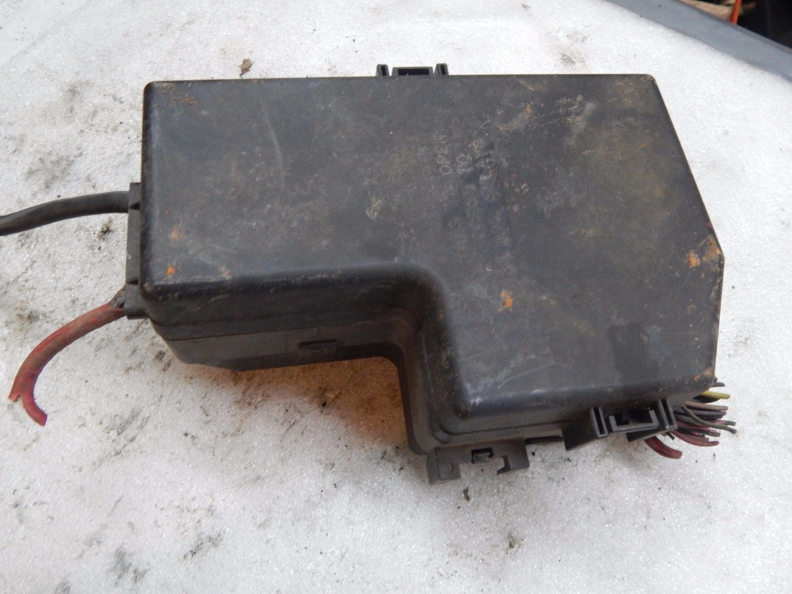 1998 1999 2000 2001 Dodge Durango Under Hood Fuse And Relay Junction Box 98