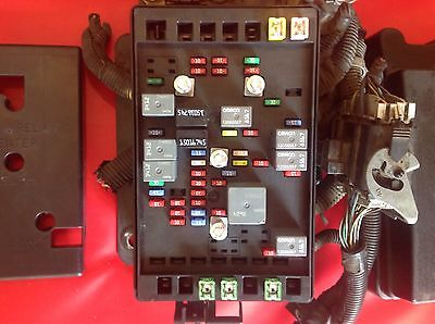 2004 2005 GMC Envoy Trailblazer Under Hood Fuse Box Panel ...
