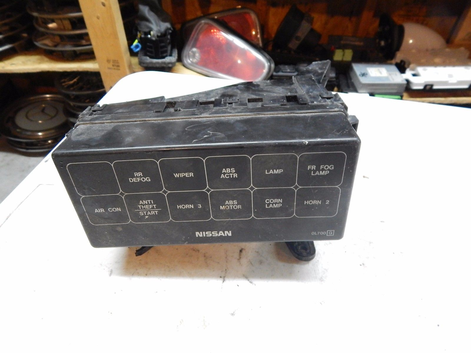 1995 1996 1997 Nissan Maxima Under Hood Fuse Relay Box Assembly